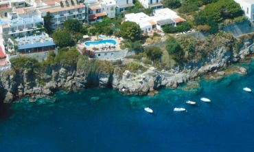 Hotel 3 stelle nel mare delle Eolie